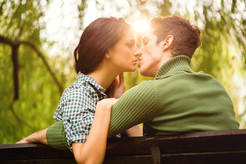 kiss in park