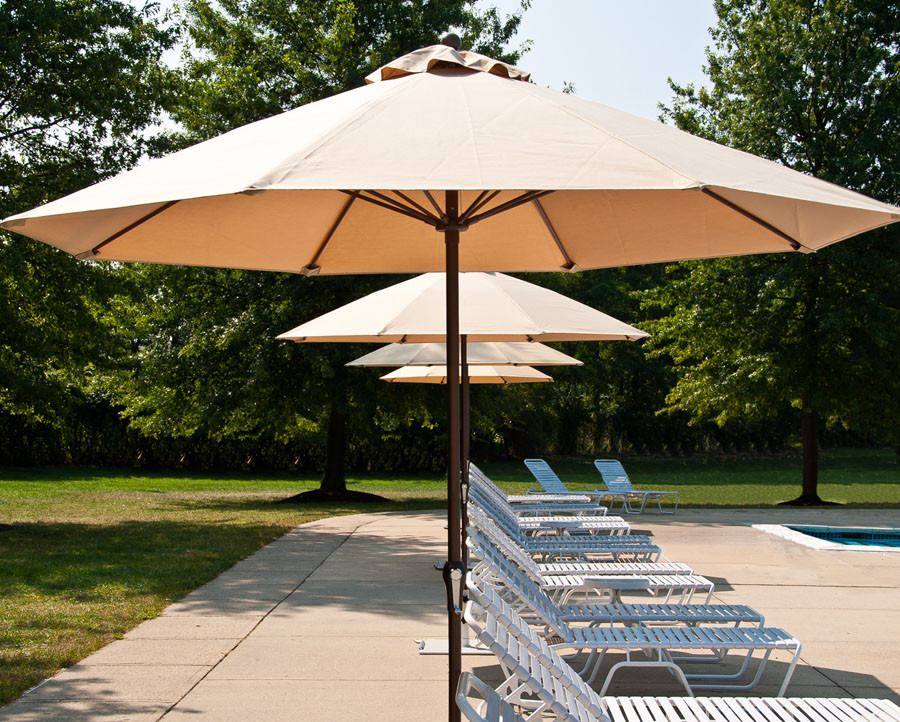 7.5-ft Fiberglass Market Umbrella with 8-Panel 9oz Marine Grade Cover